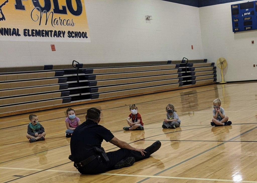 Chief Rockwood meeting with our kindergarten students.